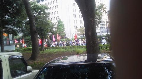 警視庁の公安警察が監視するのは安保法案反対デモの参加者