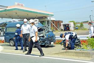 福島 大破した警察車両