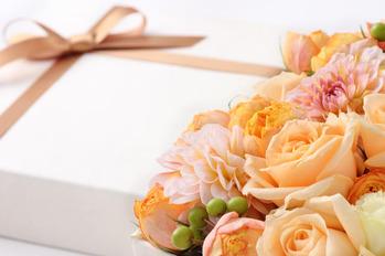 結婚祝いのプレゼント~友人、職場の先輩や同僚へ~