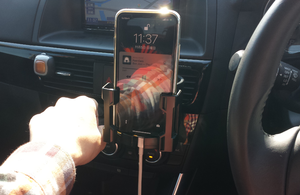 171105-iPhoneXInCar