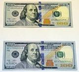 上は本物、下は偽100ドル札
