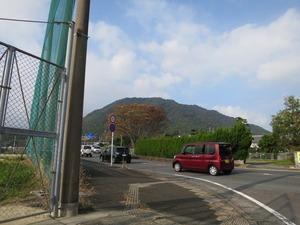 8御茶屋本陣案内碑から城山