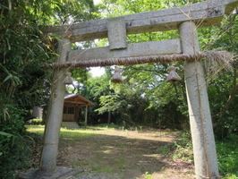 2新松原厳島鳥居と境内広場