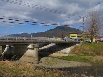 辻田橋、城山を望む