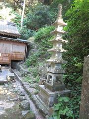 3鎮国寺奥の院石造五重塔