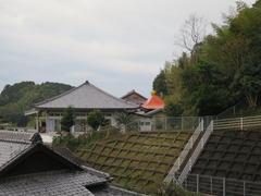 2観音堂から渓雲寺を見る