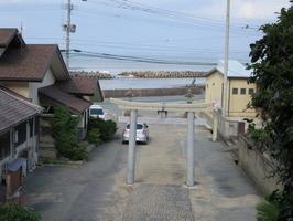 1大原神社参道鳥居と海岸