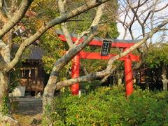 1谷底社拝殿と三の鳥居・