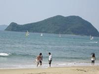 勝浦浜大島を望むヨット