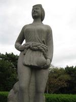 鐘崎海女の石像1