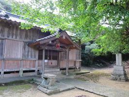 大原神社拝殿と新築碑、銀杏