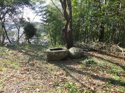 7畦町天満宮水盤と丸石