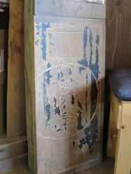 4ハナウタ珈琲店内の早田薬局看板