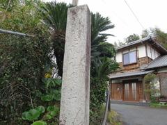 2渓雲寺境内石門