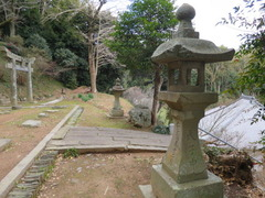 2稲元拝殿跡前灯篭