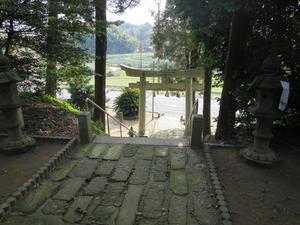 1拝殿前敷石