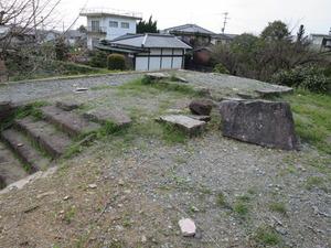 2富松神社本殿跡礎石