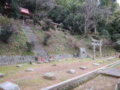 2稲元拝殿跡と本殿
