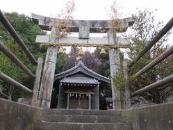 2愛宕神社鳥居と社殿