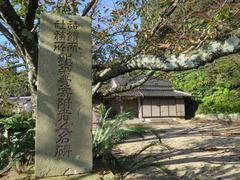 6印鑰神社社務所・寄附碑・桜樹