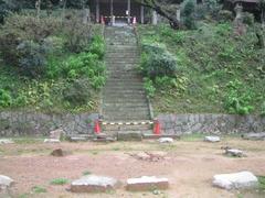 3稲元拝殿跡1本殿石段