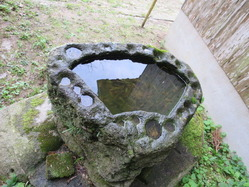 7須賀神社水盤