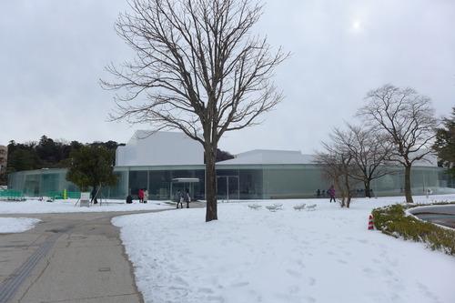 雪に覆われた金沢21世紀美術館を訪ねました