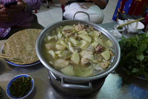ベトナム、Da Latにて名物の地産鍋料理!