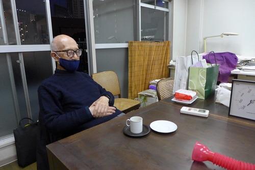 九州芸術工科大学初代学長小池新二先生をいただいて開催されていた[よろず会](1965〜2001)千葉大学工学部工業意匠学科OBOGの幅泰治さん、宇賀洋子先生と再会しました!