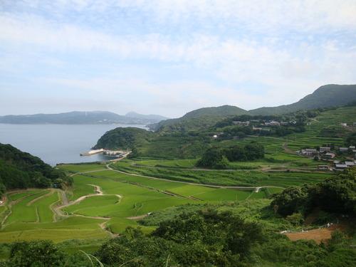 重要文化的景観地区に指定された平戸市根獅子地区、さらには世界文化遺産候補「長崎の教会群」の重要な構成資産でもある春日地区を歩く。2014.8.12-13