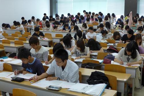 九州大学伊都キャンパス全学教育文系コア「芸術」、最終回は教場試験。このブログで模範解答を公開します。受講生諸君はしばらくお待ちください。