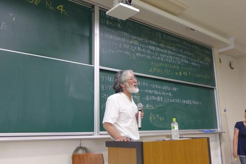 6月13日(月)「芸術文化環境論」非常勤講師に金澤一弘氏をお迎えして有意義な講義を戴きました。