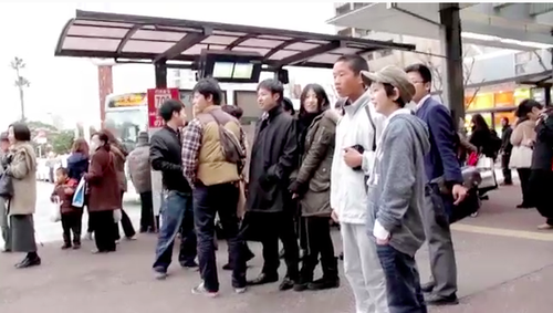 芸術文化企画演習 フラッシュモブ・チームが大橋駅前でパフォーマンス実施!-主催者の芸情3年古賀さんもコメントを寄せてくれました。