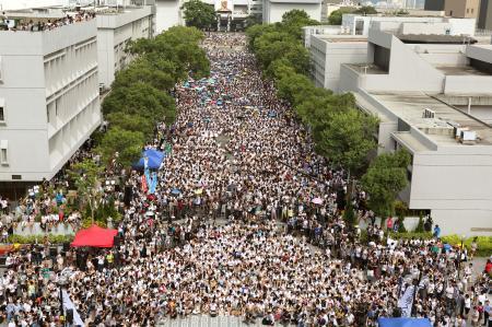 香港で学生の授業ボイコットや集会が!