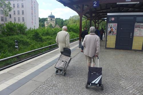 ふ印ボスのドイツまち歩き便り 屋外マルクト、高齢者にも優しい街の仕組み
