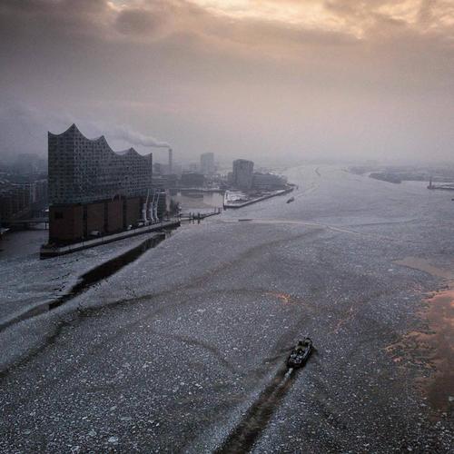 ドイツ・ハンブルクではエルプ・フィルハーモニーも凍てつく!