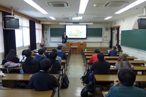 2018年度の学府(大学院)「芸術・文化環境論」も始まりました。国際学生が多いので半分は英語での解説を加えながら!