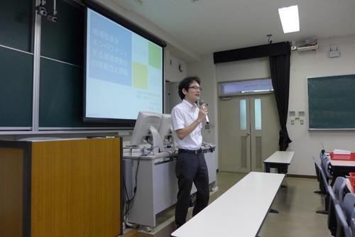 社会人博士課程大学院生の佐藤忠文氏、ゲスト講師として地域情報化を論じる!
