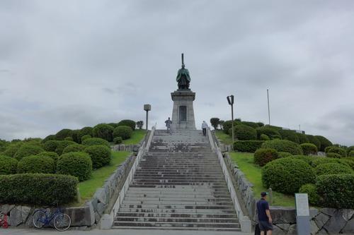 巨大な都市遺産の再発見!もう一人の立役者として中世博多を鎮護した亀山上皇の屹立する銅像!