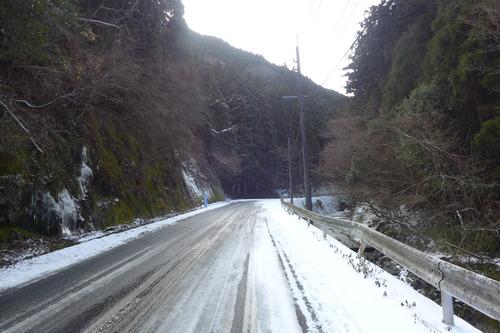 ふ印OG最強のベルリーナー山下真智子さん、雪中を小鹿田へ小鹿田へ