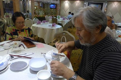 香港中文大学で教鞭をとられていた兒嶋慶治先生ご夫妻と初春以来の交流を温めました。