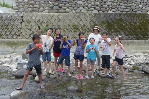 シュタイナー土曜学校の小学校5年生、黒木町の四季菜館にて冒険サマースクール!