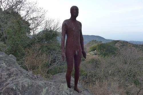 正月詣では国東半島の千燈山へ、アントニー・ゴームリーの彫刻参拝へ。その後どうなったのだろうか?