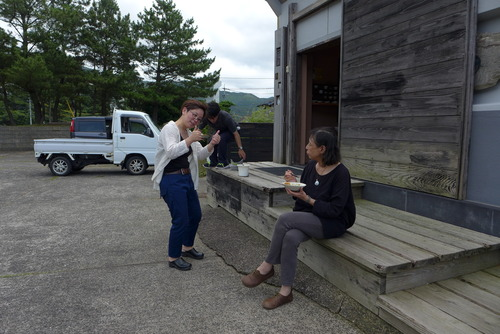 十朗窯の染付師亀山サ苗さん(ふ印ラボ同人)に手づくりランチをご馳走になりました!一同、美味しうございました!!