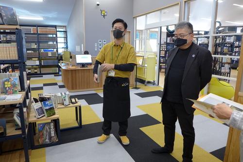 太田剛さんプロデュース、クリエイティブ司書小宮山剛さんマネジメントの椎葉村図書館をことほぐ!!