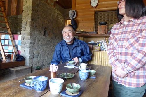 庭師・造園家の根岸厚次さんが手づくりで営々と築いた「石積みの家」(上田市武石鳥屋)は泊まることができます!