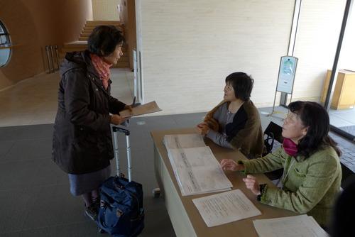 2015年2月8日(日)午後、九州大学西新プラザでの『尹東柱の詩を読み継ぐ2015』展示会、今日もたくさんの方々に鑑賞していただきました。