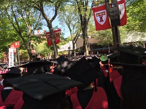 John! ハーバード大学の大学院修了おめでとう!!