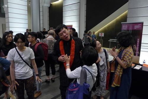 シンガポール国際芸術祭芸術監督で演出家のオン・ケンセンが演出した韓国俳優による『トロヤの女』を観劇しました。