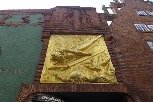 ふ印ボスのドイツまち歩き便り 表現主義建築「パウラ・モーダーゾーン・ベッカー美術館」のワクワク感!